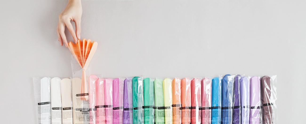 Guirnalda De Pompones De Papel De Seda Para Personalizar - Como-hacer-guirnaldas-de-papel-de-seda