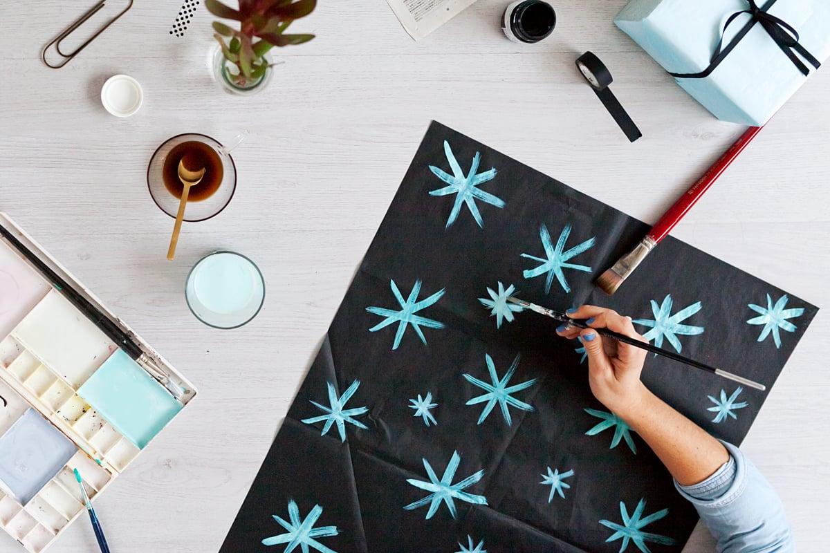 Cómo decorar el papel de seda, pintar.