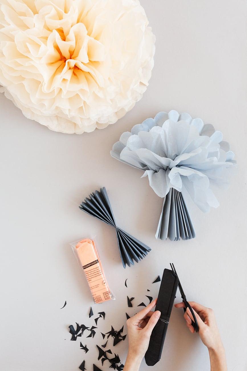 Cómo hacer pompones de papel de seda, cuántos pliegos poner.
